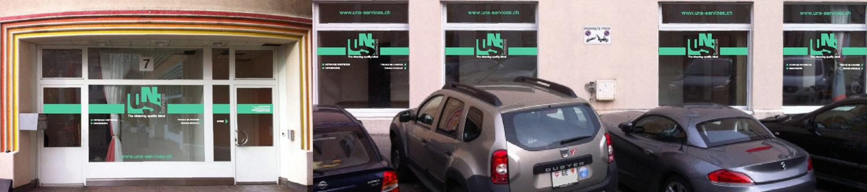 Publicité sur vitrines d'entreprise. Réalisation des stickers en découpe.