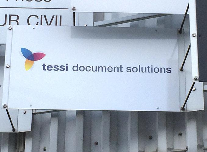 Fabrication et pose d'un panneau publicitaire, pose sur support existant.