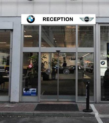 Publicité sur enseigne  BMW - MINI. Découpe du texte, impression numérique des logo.