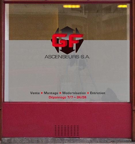 Déco sur vitrine d'entreprise. Films occultants imitation verre sablé posé à l'intérieur. Logo en impression numérique et textes adhésifs posés à l'extérieur.