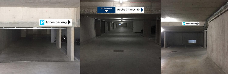 Panneau indicateur de direction pour parking en sous-sol.