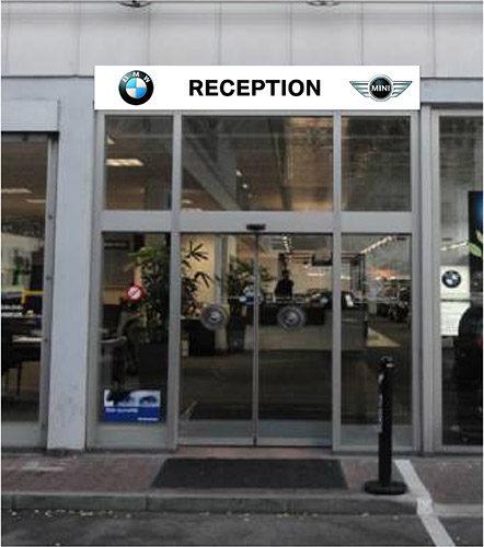 Signalisation de la réception d'un garage par une enseigne publicitaire.