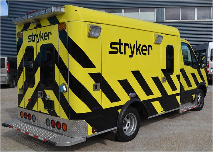 Décoration d'une ambulance. véhicule de démo réalisée en autocollant découpé. Production et pose du visuel selon une charte graphique précise.