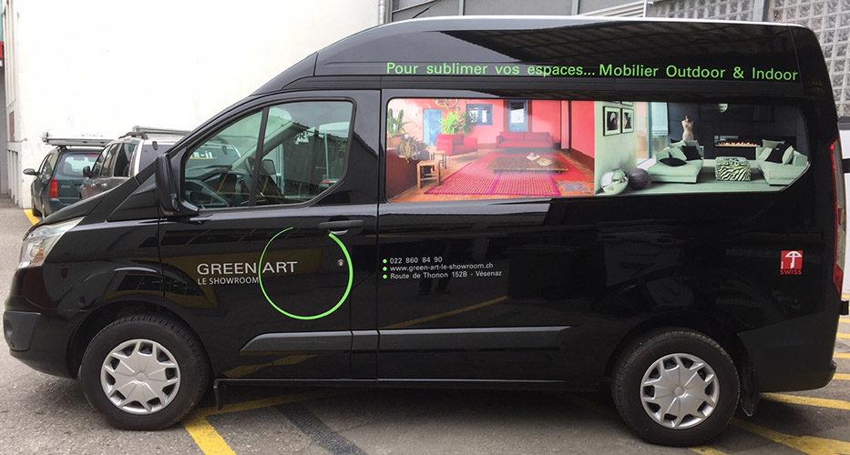 Déco sympa sur véhicule utilitaire. Création du visuel & production des stickers.