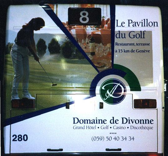 Décoration publicitaire sur arrière de bus TPG.