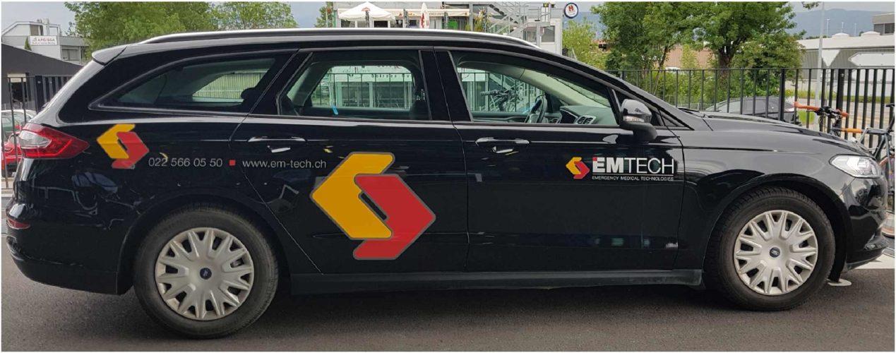 Stickers pour voiture d'entreprise EMTECH. Création du logo et du visuel sur Ford Mondéo.